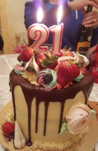 Molly cake chocolat, fourré crème vanille & fraises fraiches
